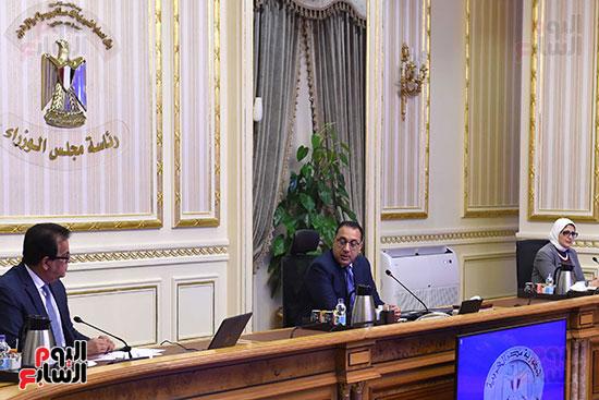 اجتماع رئيس الوزراء مع المجموعه الطبيه المعنيه لبمجابهة فيروس كورونا (3)