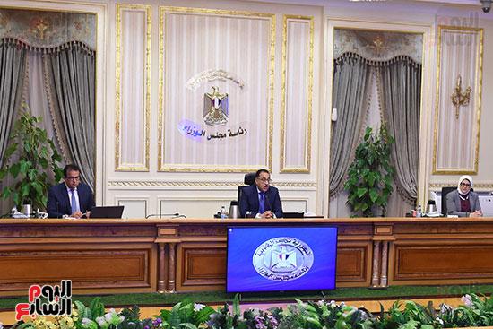 اجتماع رئيس الوزراء مع المجموعه الطبيه المعنيه لبمجابهة فيروس كورونا (4)