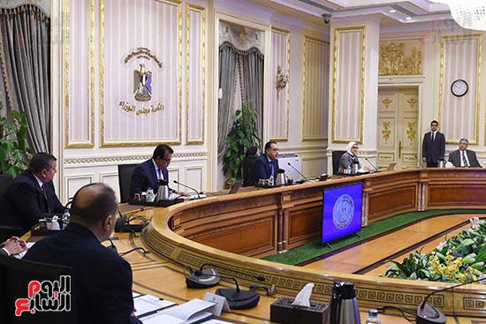 اجتماع رئيس الوزراء مع المجموعه الطبيه المعنيه لبمجابهة فيروس كورونا (2)