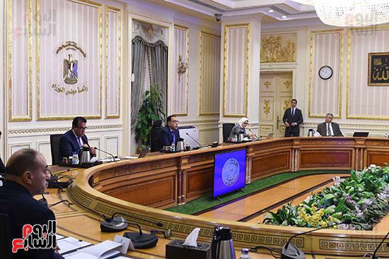 اجتماع رئيس الوزراء مع المجموعه الطبيه المعنيه لبمجابهة فيروس كورونا (1)