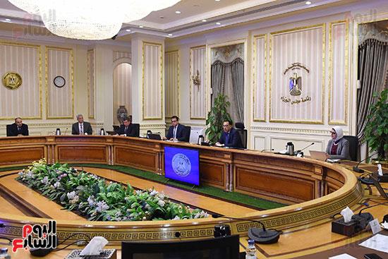 اجتماع رئيس الوزراء مع المجموعه الطبيه المعنيه لبمجابهة فيروس كورونا (5)