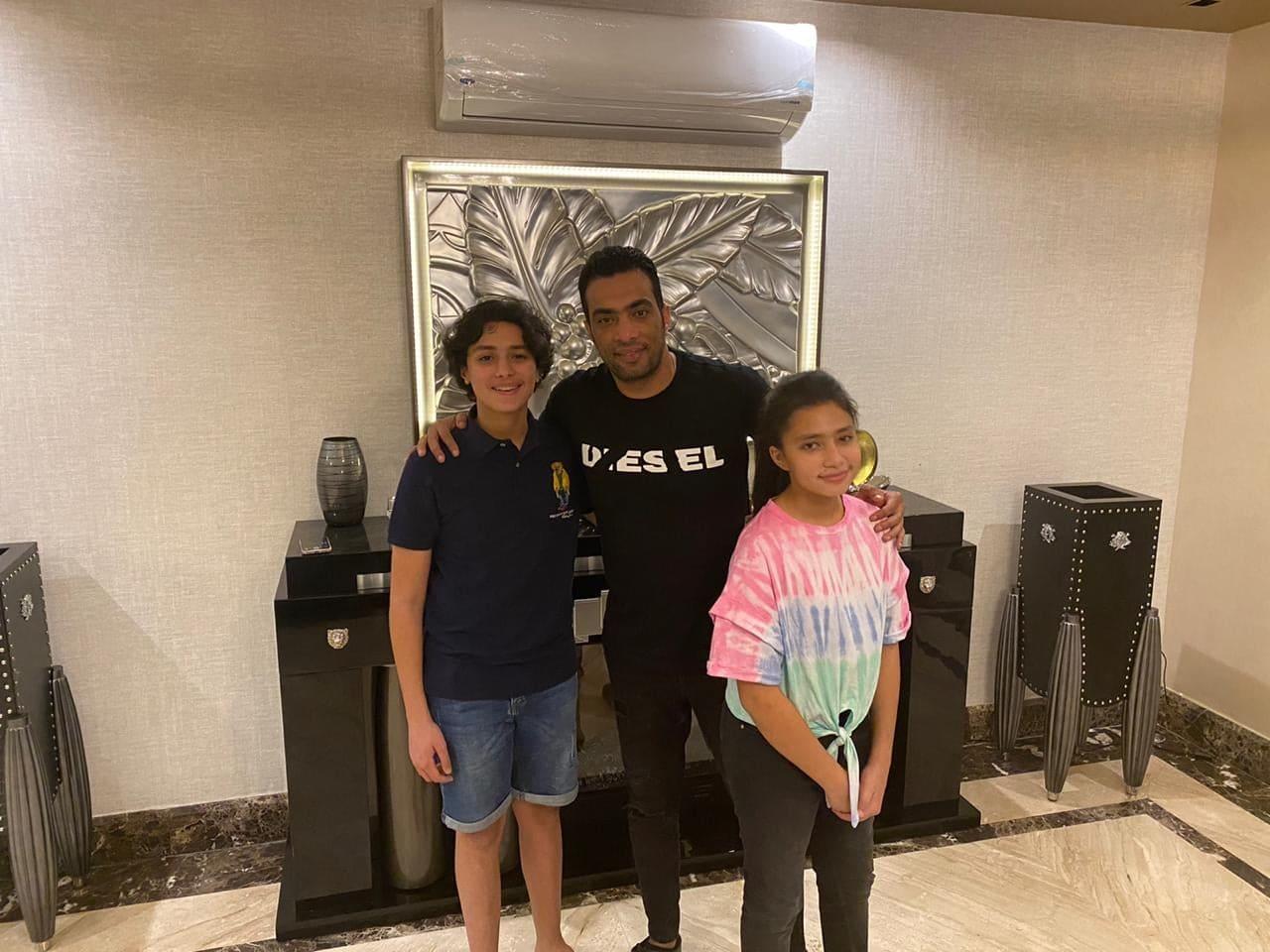 شادي محمد مع ابنائه