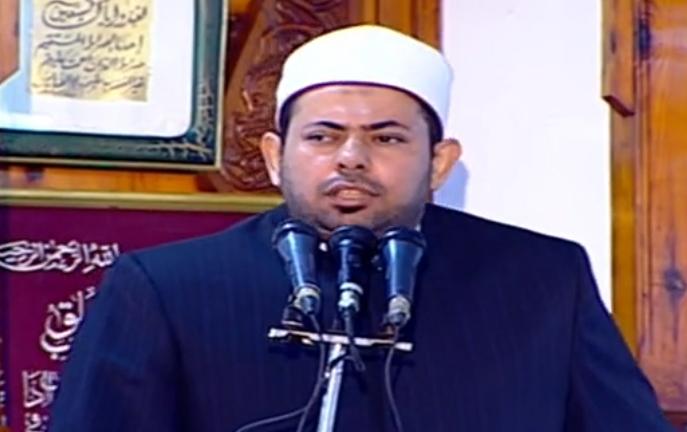أول صلاة جمعة منذ إغلاق المساجد 20 مصلى يؤدون الصلاة بمسجد السيدة نفيسة (9)