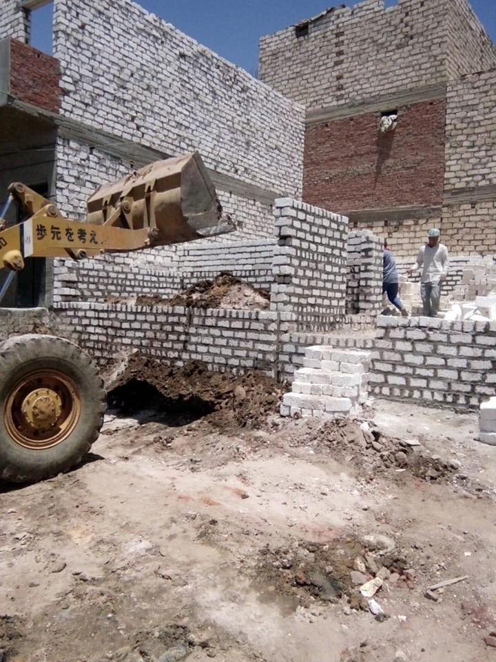 إزالة تعد بالبناء على أملاك الدولة بالمنيا (2)