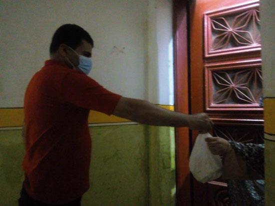 تجهيز شنطة أدوية لحالات كورونا وتوصيلها للمرضى بالمنازل (7)