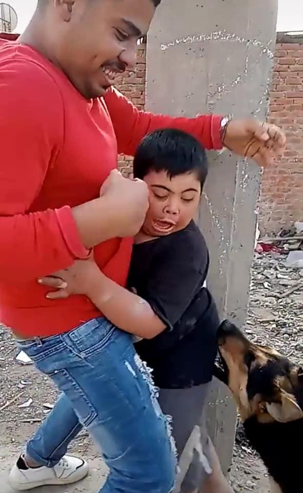 إخافة طفل من ذوى الاحتياجات (1)