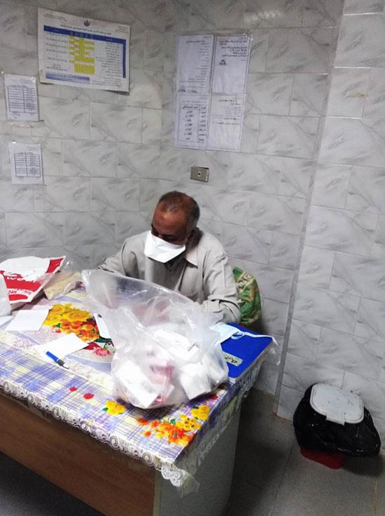 تجهيز شنطة أدوية لحالات كورونا وتوصيلها للمرضى بالمنازل (2)