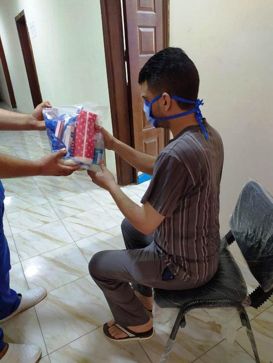 تجهيز شنطة أدوية لحالات كورونا وتوصيلها للمرضى بالمنازل (11)