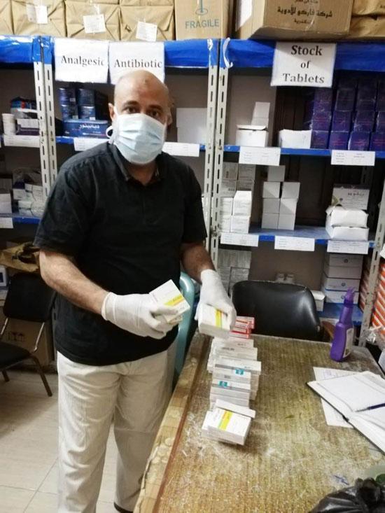تجهيز شنطة أدوية لحالات كورونا وتوصيلها للمرضى بالمنازل (8)