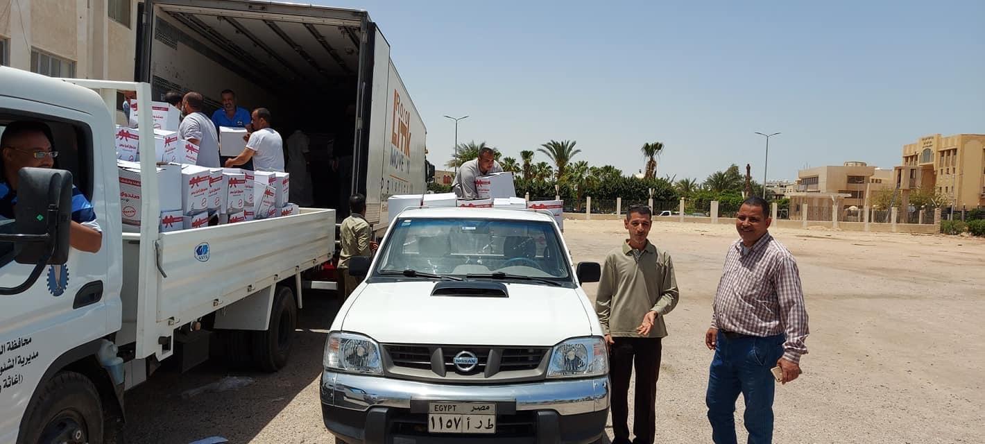 توزيع كراتين مواد غذائية على الأسر الأكثر احتياجاً بالبحر الأحمر (5)