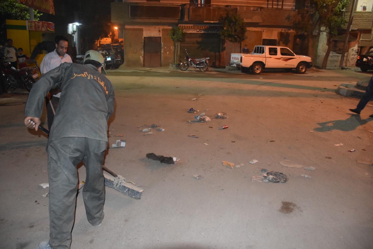تجميل ونظافة شوارع الأقصر ليلاً