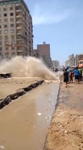 كسر ماسورة مياه بالمطرية (2)