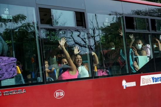 الحافلات عقب وصولها لفنزويلا