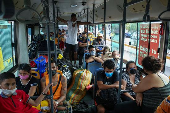 الفنزوليين أثناء عودتهم لوطنهم
