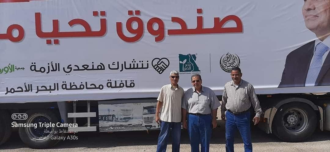 توزيع كراتين مواد غذائية على الأسر الأكثر احتياجاً بالبحر الأحمر (2)