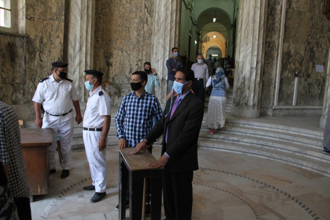 بوابات محكمة النقض لفحص المترددين على المحكمة