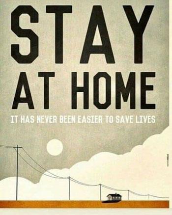 لافتة تطالب المواطنين بالبقاء فى منازلهم