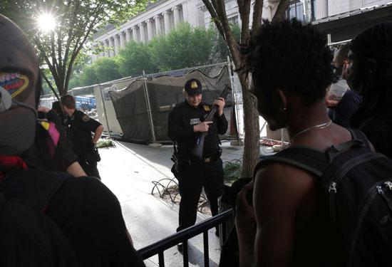 2020-05-30T001755Z_1924063125_RC2OYG9FGFE3_RTRMADP_3_MINNEAPOLIS-POLICE-PROTESTS