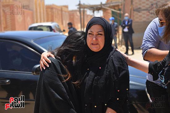 جنازة حسن حسني والحزن علي رحيله من محبيه واقاربه  (1)