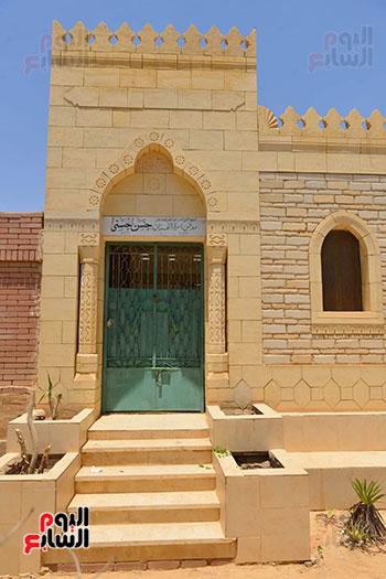 جنازة حسن حسني ودفنه في مقابر اسرته  (6)