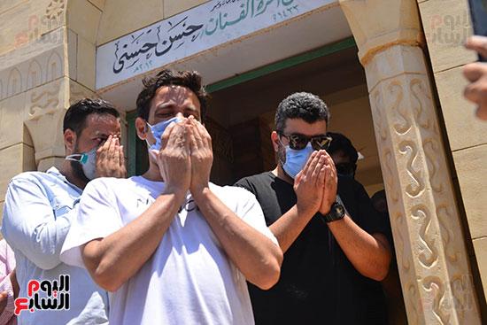 سعد الصغير يدعو لحسن حسني امام قبره