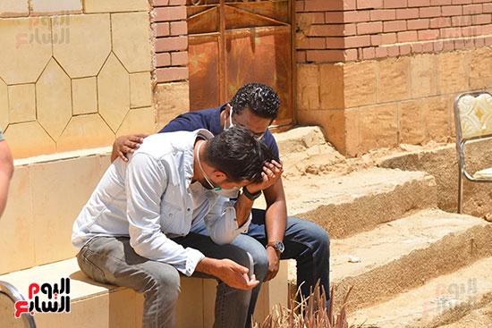 جنازة حسن حسني ودفنه في مقابر اسرته  (2)