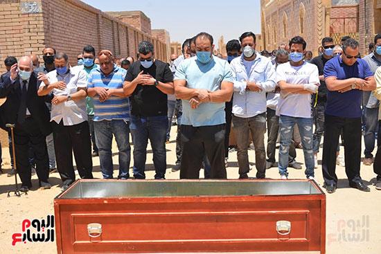 صلاة الجنازة علي الفنان حسن حسني