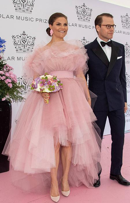 الأميرة فيكتوريا في فستان رقيق من التول