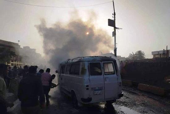 السيطرة على حريق سيارة بقليوب  (4)