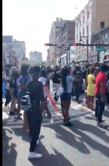 الاحتجاجات بالرقص