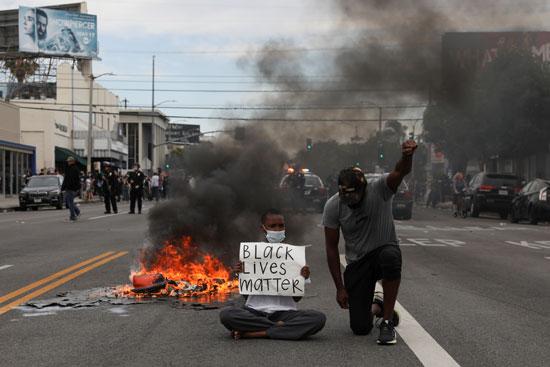 نيران فى الاحتجاجات
