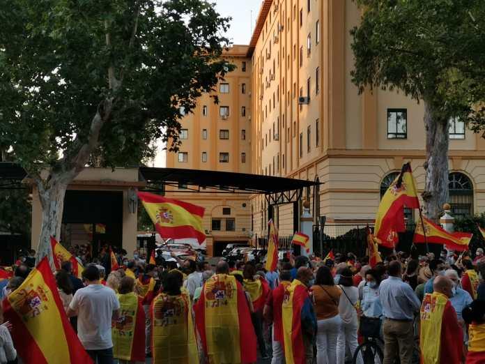 مطالب باستقالة وزير الداخلية الاسبانى