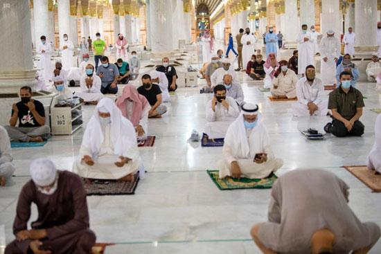 تباعد بين المصلين فى المسجد النبوى
