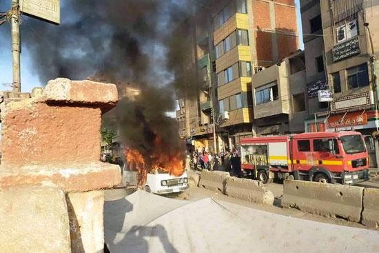 السيطرة على حريق سيارة بقليوب  (1)