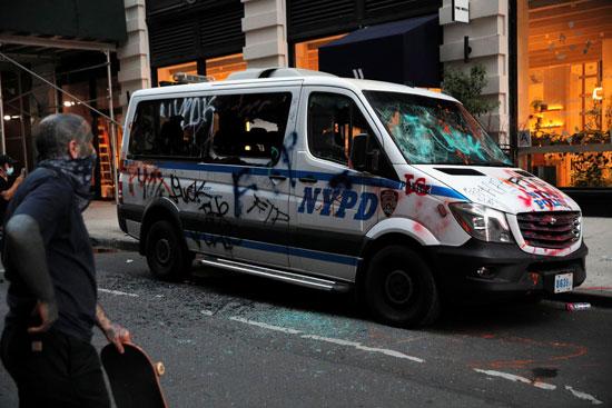 سيارة الشرطة بعد الاشتباك