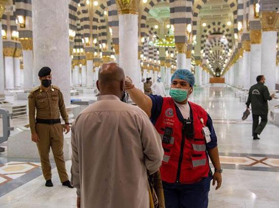 الشرطة تتابع تطبيق قواعد التباعد داخل المسجد