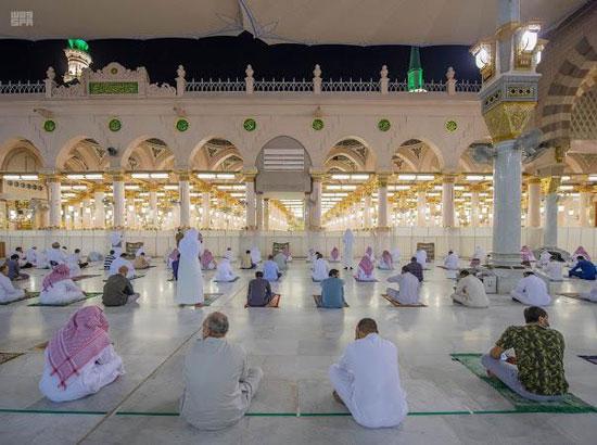 من داخل المسجد قبل الصلاة