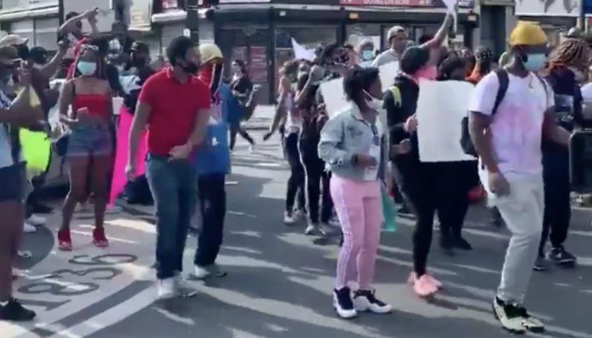 الاحتجاج بالرقص في أمريكا