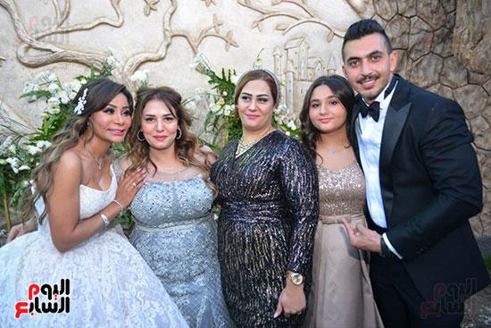 محمد رمضان يحتفل بحفل زفاف شقيقته (32)