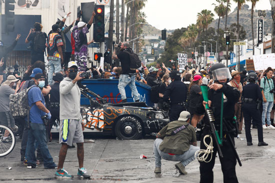 المحتجون فى شوارع أمريكا