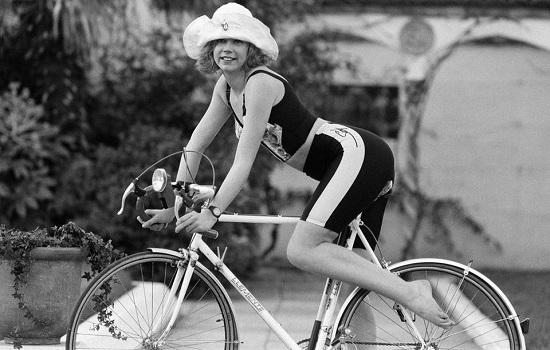 شورت الدراجات تصوير مجلة عام 1988
