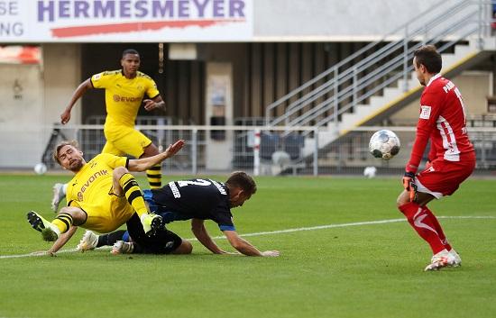 بوروسيا دورتموند يقسو على بادربون بسداسية في الدوري الالماني (12)
