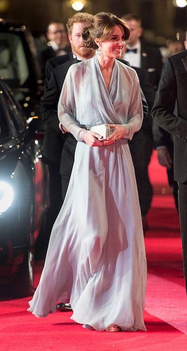 كيت ميدلتون في فستان شفاف ساحر