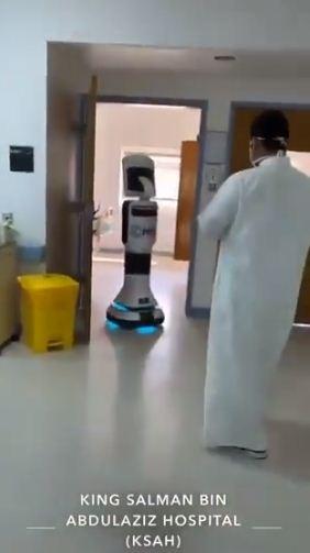 استخدام روبوت فى مستشفى الملك سلمان