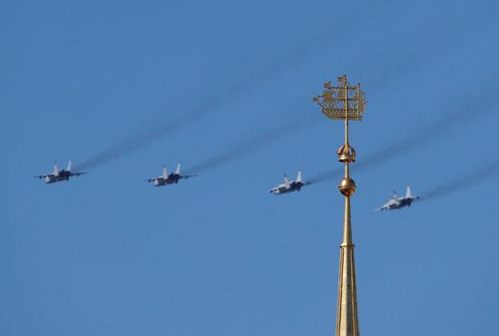 المقاتلات الروسية تنظم عروض جوية
