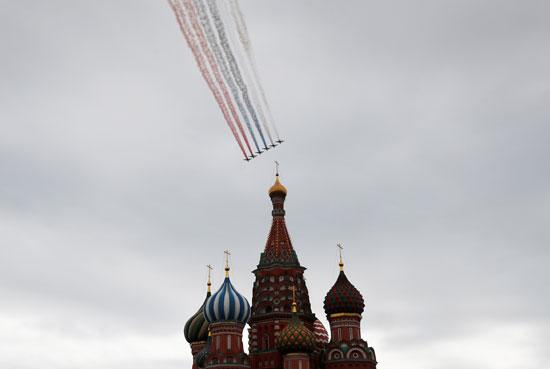 المقاتلات الروسية ترسم علم روسيا أعلى الكرملين