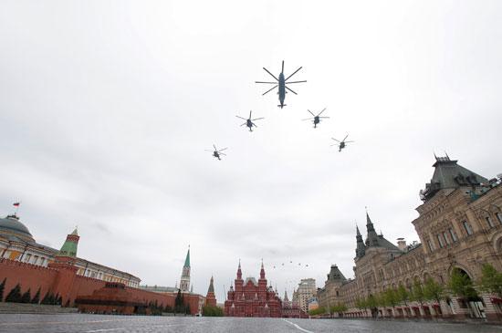 عروض جوية للهليكوبتر بالساحة الحمراء