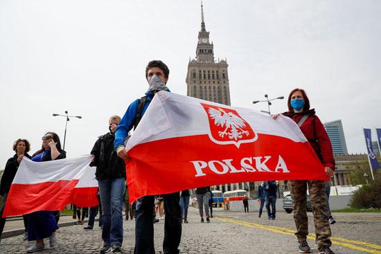 أعلام بولندا فى الاحتجاجات