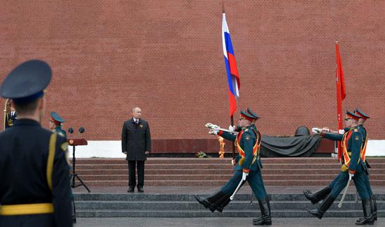 بوتين أمام قبر الجندى المجهول