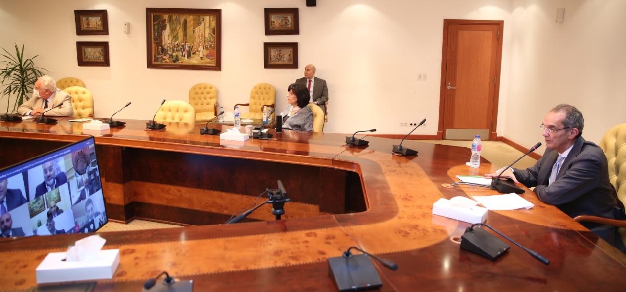 وزير الاتصالات يشهد توقيع الاتفاق بالفيديو كنفرانس